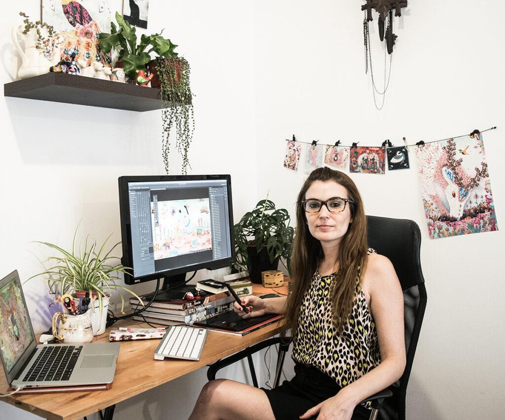 Iris de Luz in her studio